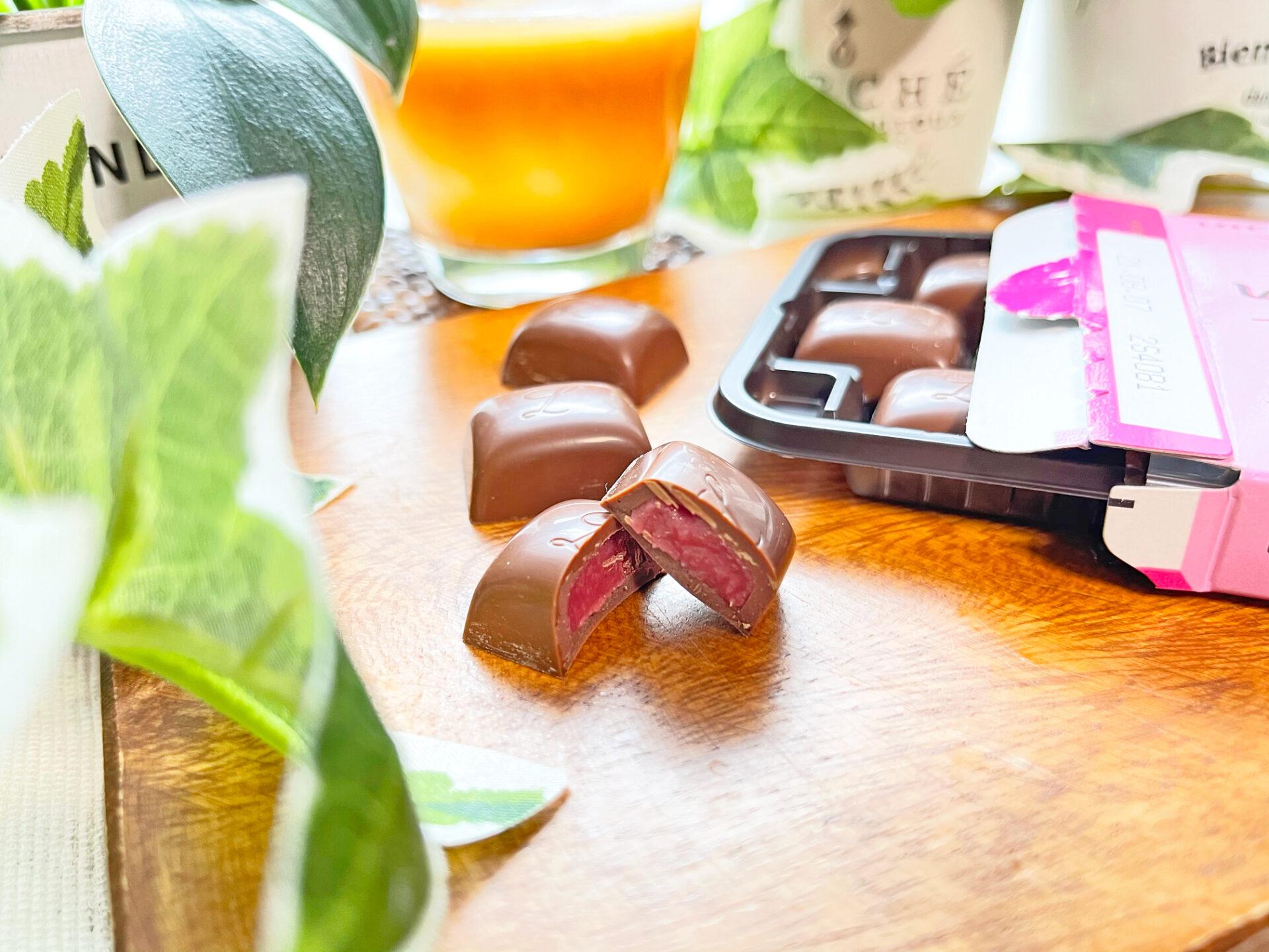 ロッテ『とろっといちごリキュールのチョコレート』